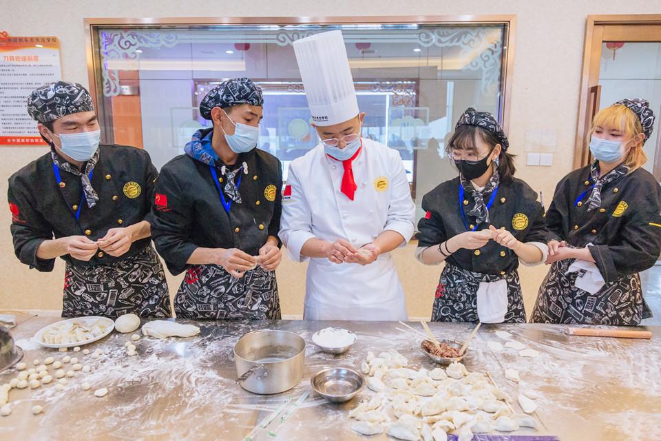 包饺子,度暖冬,新疆新东方